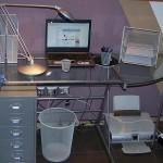 Przedmioty w miejscu pracy w domu przy biurku
