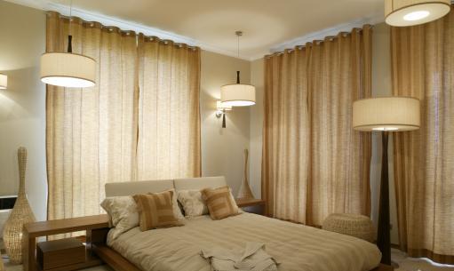 Jak oświetlić sypialnię