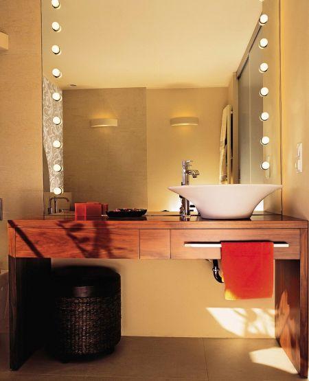 Nowocześnie oświetlona łazienka