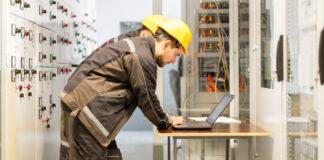 Jak działa ogranicznik przepięć i dlaczego warto go zainstalować w sieci elektrycznej?