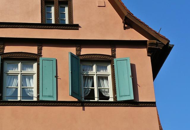 Firany makarony w oknach