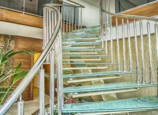 Szklane schody – nowoczesność i elegancja w domu