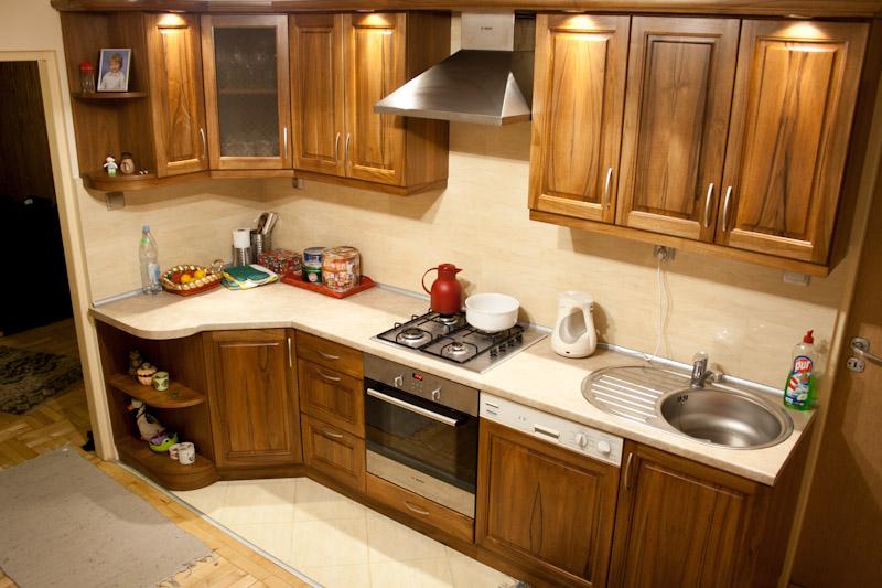 Zabudowane czy wolnostojące meble kuchenne?  Zamieszkuje pl