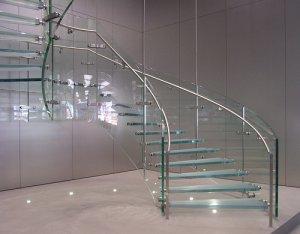 Szklane schody w domu