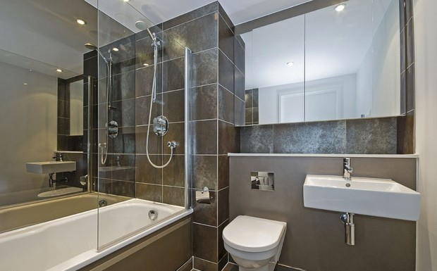 Wanny, umywalki i prysznice w łazience